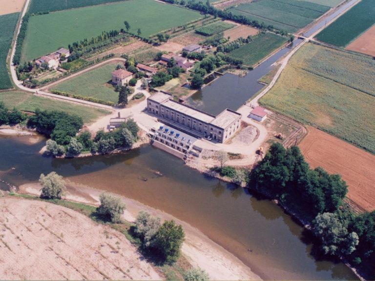 Impianto di derivazione irrigua dal fiume Oglio, in località Mulini di Santa Maria, in comune di Piadena.